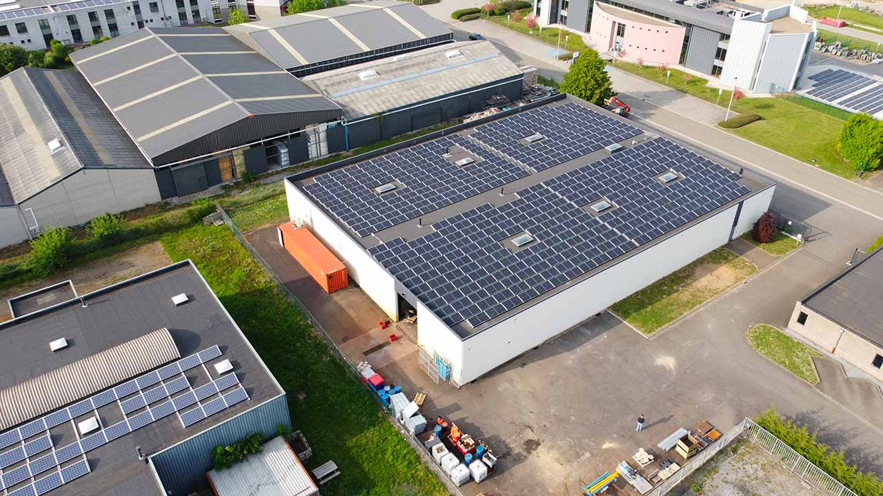 BKS installs 500 solar panels on the roof of its Belgian factory.